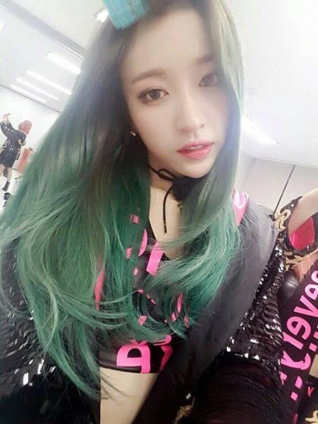 亞麻綠,正妹染髮