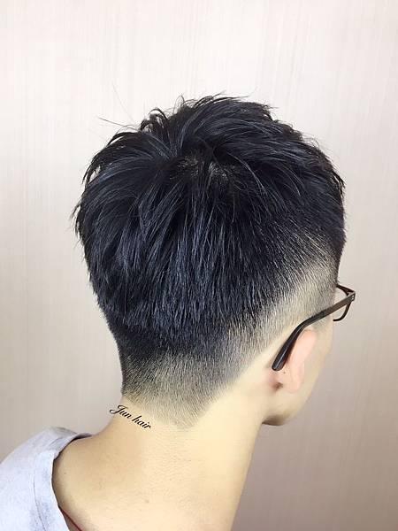 網路推薦剪髮,男生專業剪髮.jpg