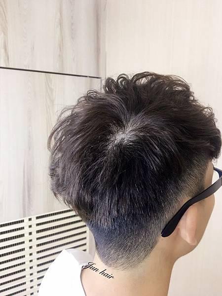 痞客邦推薦男生髮型,網路推薦設計師.jpg