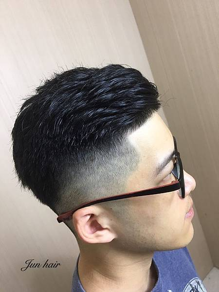 漸層油頭推薦,網路推薦男生剪髮.jpg