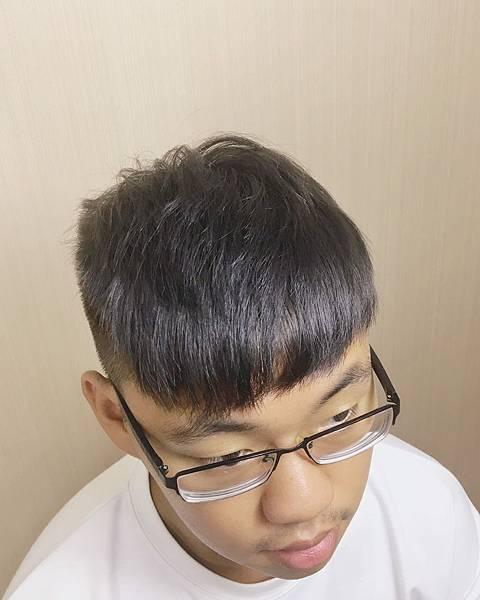 網路推薦男生染髮,灰色髮色.jpg