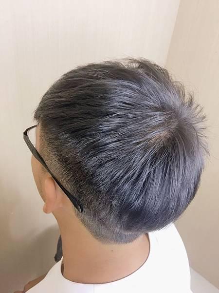 鐵灰色,深灰色 男生染髮推薦.jpg