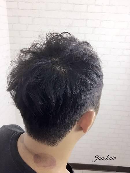 台北男生空氣燙,曾加厚重感.jpg
