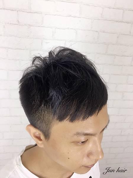 台北男生造型,頭髮太少.jpg