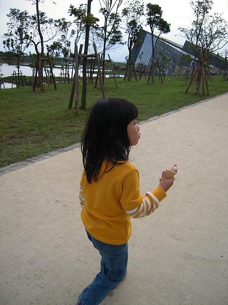 愛吃冰淇淋的小孩