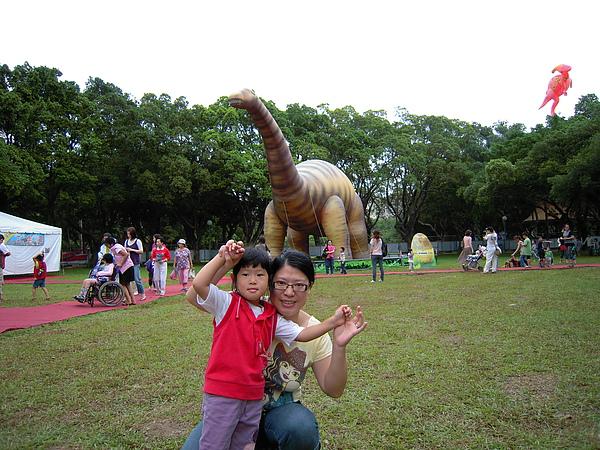 恐龍先生在那裡.JPG