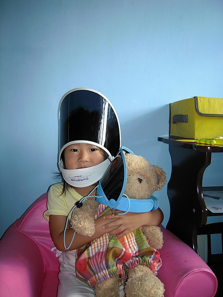 她說她在戴安全帽.JPG