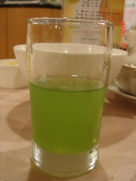 這是小麥草汁~