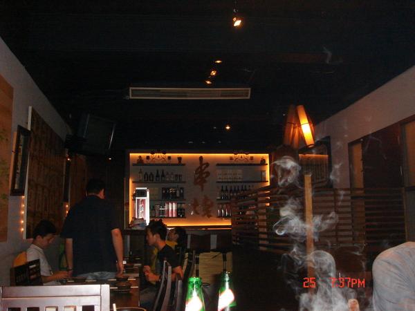 串燒店內~