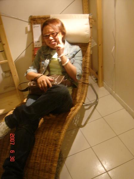 這個躺椅真的還蠻好坐的~