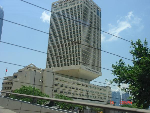 這棟長得很怪~解放軍大廈~