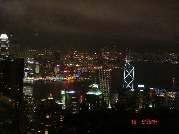 在太平山的高處_眺望美麗的香港..真的是人生的一天享受丫~