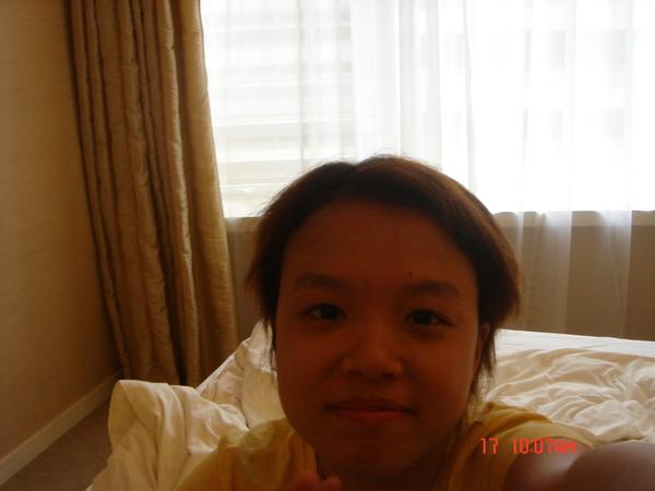 要回台灣當天起床先再和飯店內的床..來一張吧~