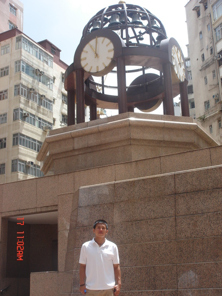 瑞瑞~~~和這個港劇內常出現的時代廣場的大鐘來一張吧~