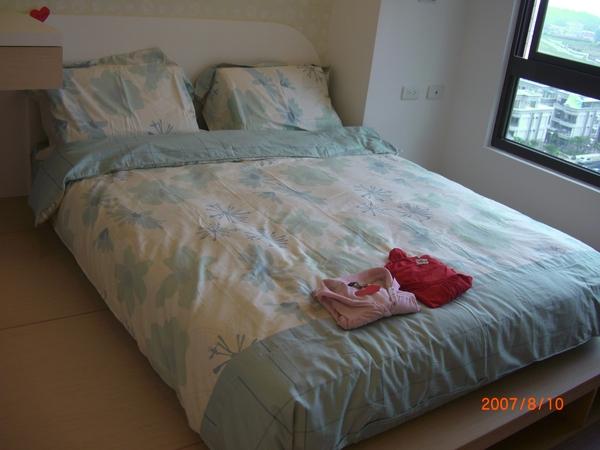 妹及嬋房間的床