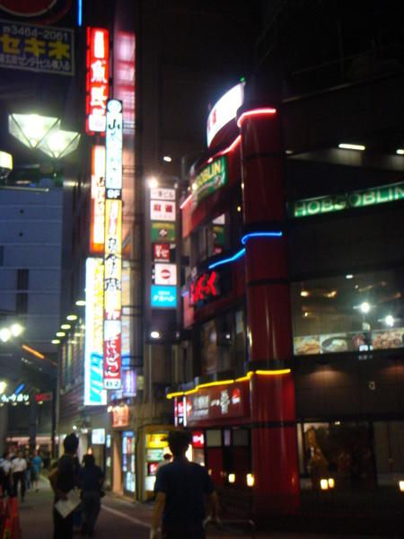 """來到""""澀谷""""109大樓囉..呵..就是109辣妹出產的地方..還真的很多呢~"""