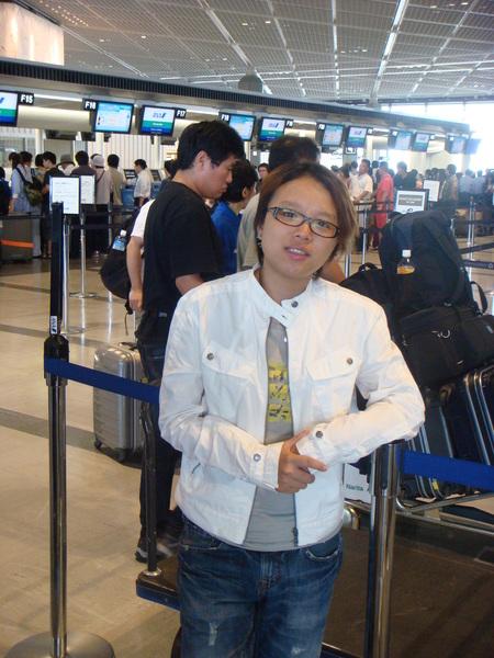第四天啦..一早六點就起床..趕著來機場呀~~要回家囉~挫~