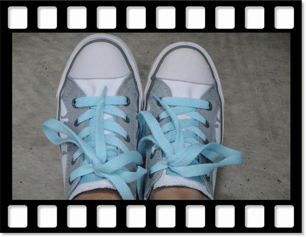 暑假和天使到大葉高島屋買的pony的鞋子..首穿啦~