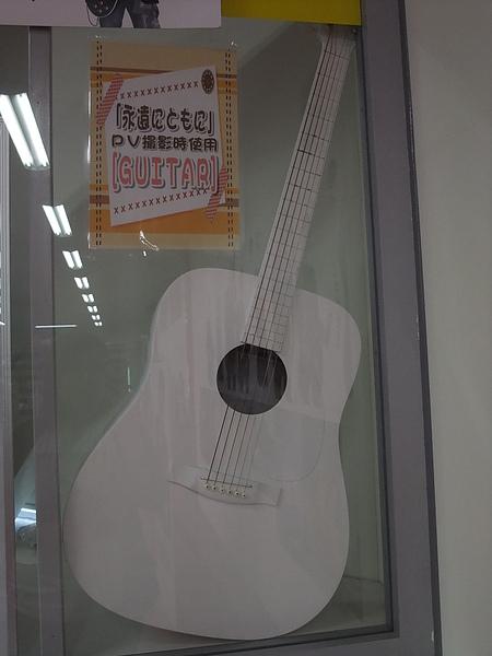 呼呼 小淵的白吉他XD