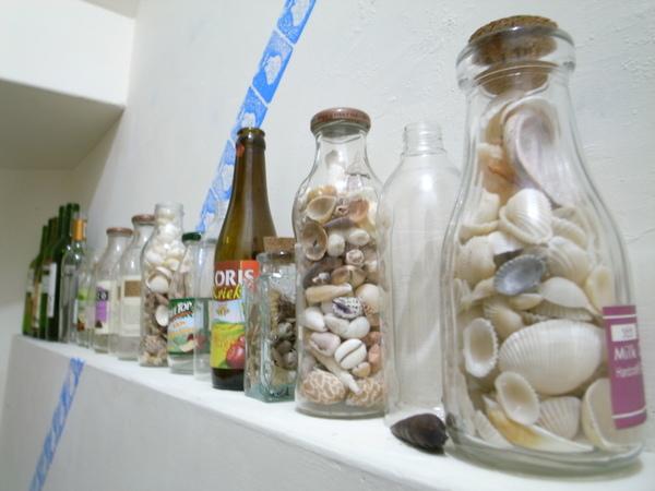 樓梯間的貝殼瓶子