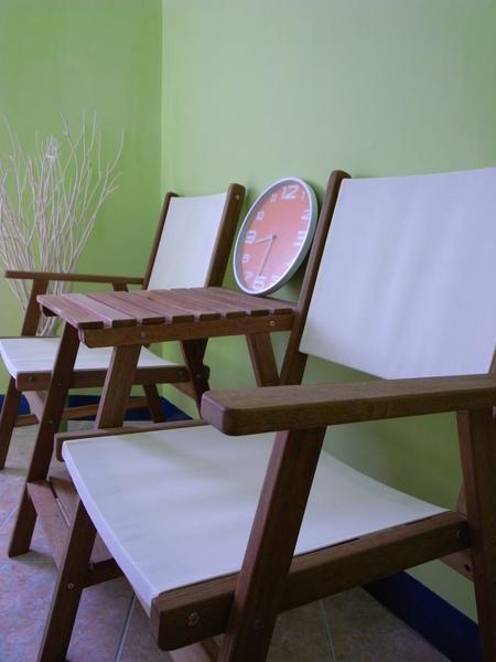 晨綠的桌椅