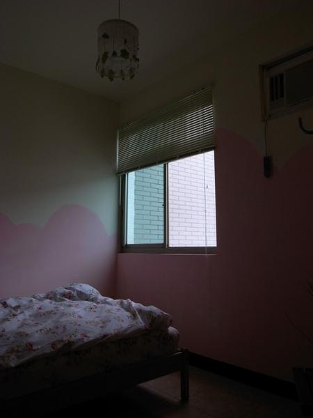 晨曦的窗與床
