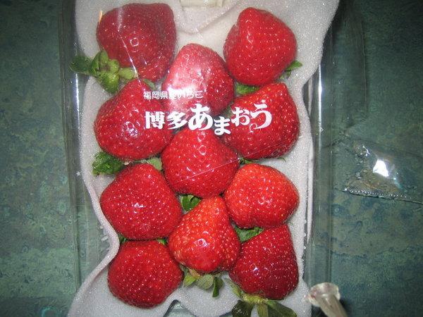 超市買的大草莓