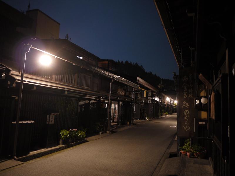 高山-夜.jpg