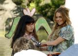 th_76433_Celebutopia-Lindsay_Lohan_on_the_set_of_Ugly_Betty_in_Central_Park-06_122_135lo.jpg