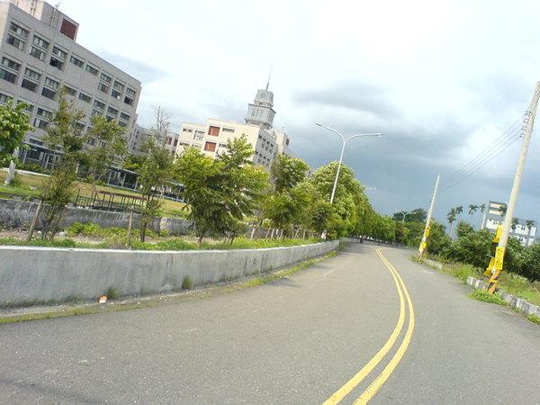 這條路可以騎很快.JPG