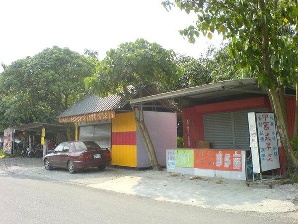 側門的早餐店.JPG