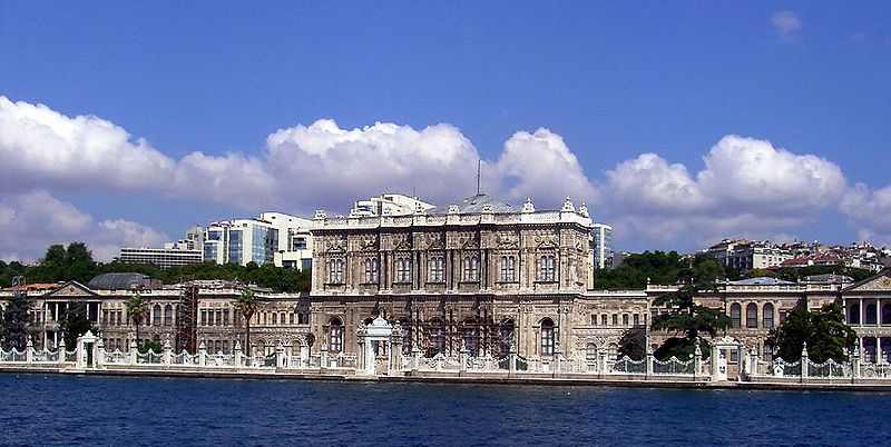 800px-Dolmabahce[1].jpg