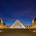 Louvre-at-night[1]_調整大小.jpg