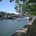 1280px-Vue_large_sur_le_pont_de_la_Tournelle[1]_調整大小.jpg