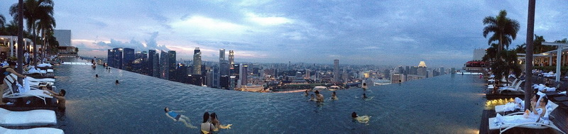 2012-12-30_Marina_Bay_Sands_infinity_pool[1]_調整大小.JPG