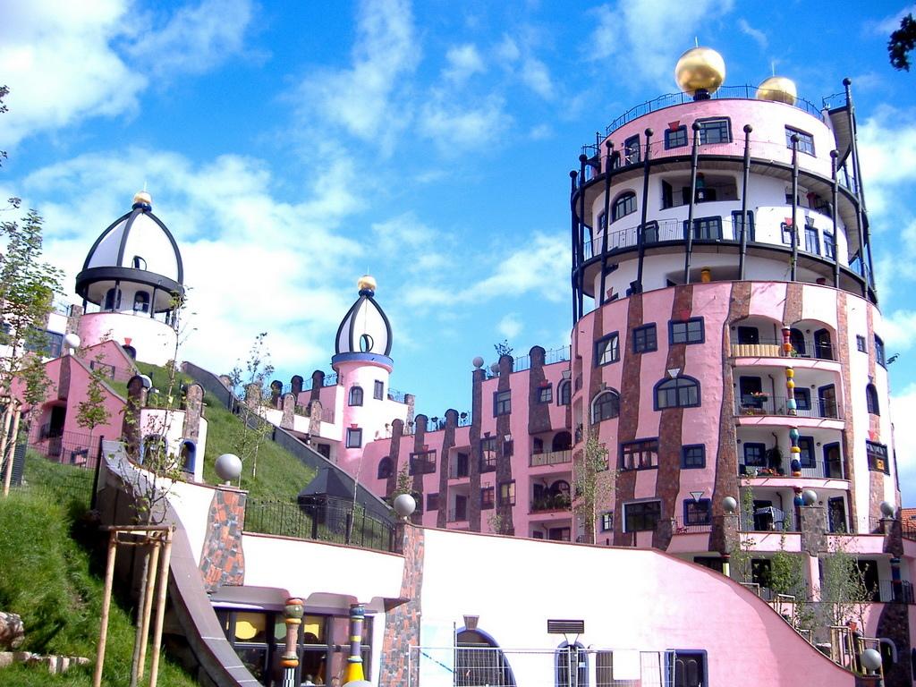 Hundertwasserhaus_Magdeburg_-_panoramio_调整大小.jpg