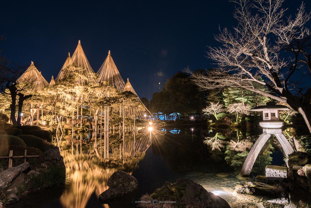 每年四季限定的兼六園夜間點燈,因為排隊的人潮很常,因此只能簡單拍攝一兩張後就要換位置了。