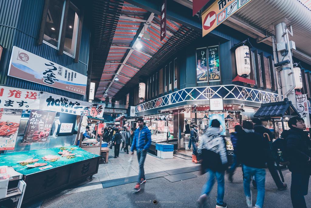 市場內有需多海鮮店家,不過因為漁貨類的商品也無法帶走,不妨找間中意的店家坐下來細細品嚐。