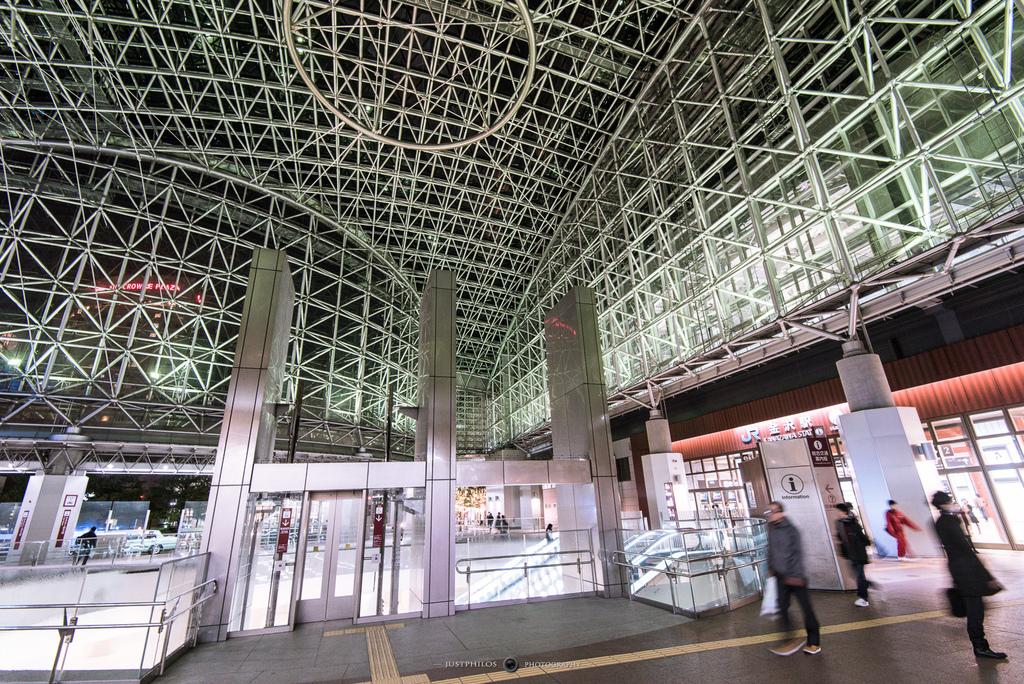 金澤車站的圓形屋頂稱作「Motenashi Dome」,有歡迎觀光客的涵義。