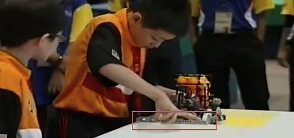 WRO2012競賽國小組冠軍-4策略物件