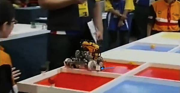 WRO2012競賽國小組冠軍-7感應器