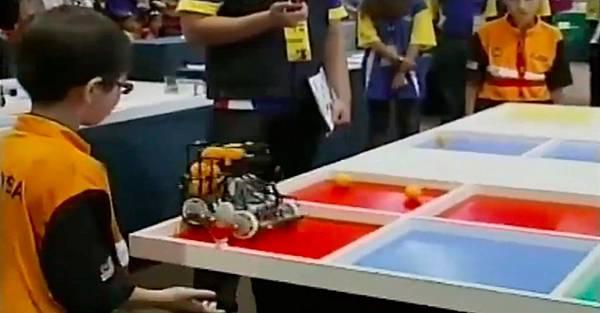 WRO2012競賽國小組冠軍-8 5秒解1st SR
