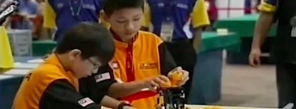 WRO2012競賽國小組冠軍-1