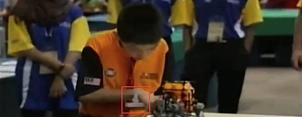WRO2012競賽國小組冠軍-3策略物件