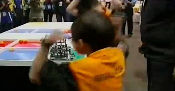 WRO2012競賽國小組冠軍-12