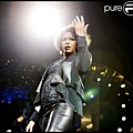 424146-whitney-houston-donne-un-concert-a-637x0-1.jpg