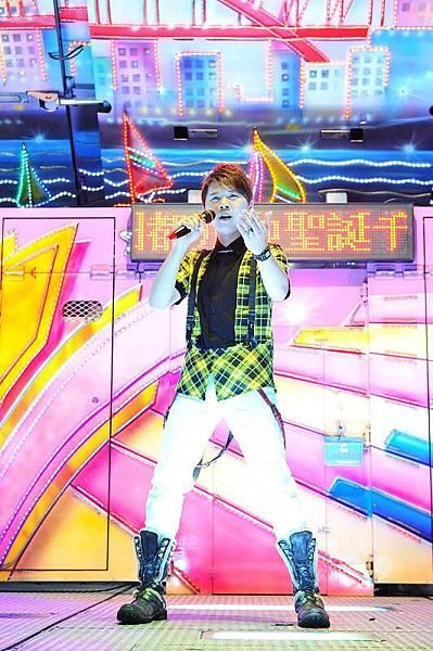 新秀歌手-吳臣右
