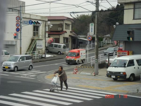 往成田山路上的街景