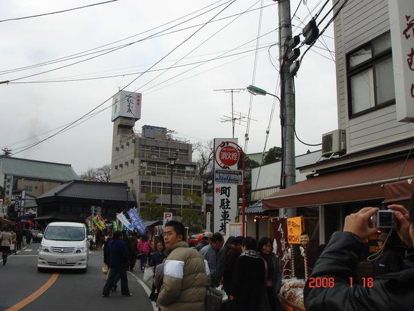 成田山寺旁的熱鬧街景