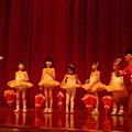 Amy跳的其中一支舞 Umbrealla,小朋友們也是舞者喔!